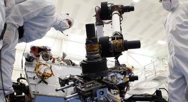 Il rover Curiosity ha flesso il braccio meccanico