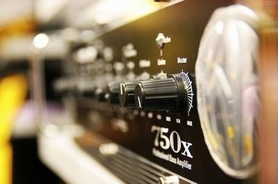 Amplificatore di radiofrequenza con convertitore dc-dc