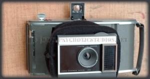 Come trasformare una Polariod anni '60 in fotocamera completamente manuale