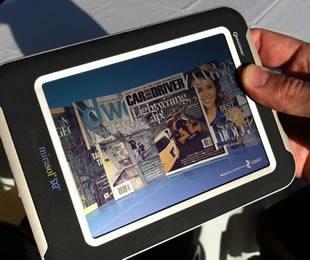 Il display passivo a colori Mirasol permette di leggere su dispositivi mobili anche controluce o sotto il sole
