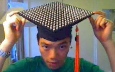 Come costruirsi un cappello da laureato con 256 LED