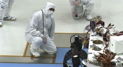 Il rover Curiosity muove i primi passi