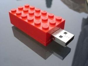 Chiavette USB come Sistemi di Sviluppo per Microcontrollori