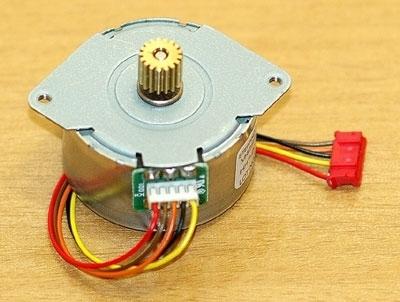 Come controllare uno stepper motor (motore passo-passo) con una porta parallela