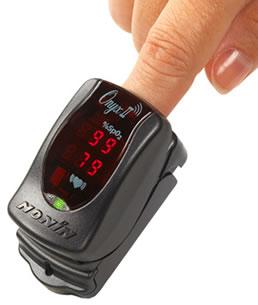 Onyx II 9.560 misura il battito cardiaco e la saturazione di ossigeno e può comunicare i dati via wireless al medico