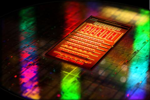 IBM svela la nuova tecnologia nanofotonica integrata