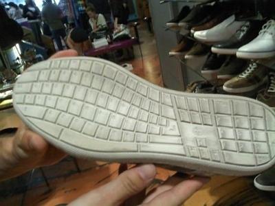 Scarpe con la tastiera QWERTY