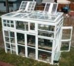 serra ricavata da vecchie finestre