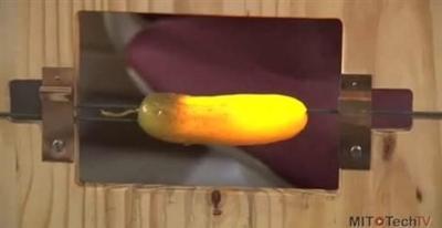 Tecnologia OLED spiegata con un cetriolo