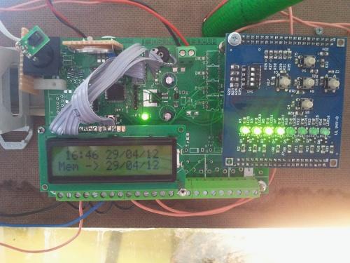 Centralina programmabile temperatura umidit orologio for Centralina domotica