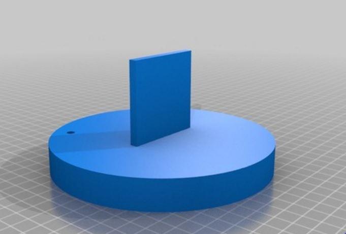 Figura 2: Il primo pezzo si incastra alla piattaforma Pololu e permette di fissare sia Arduino che la breadboard