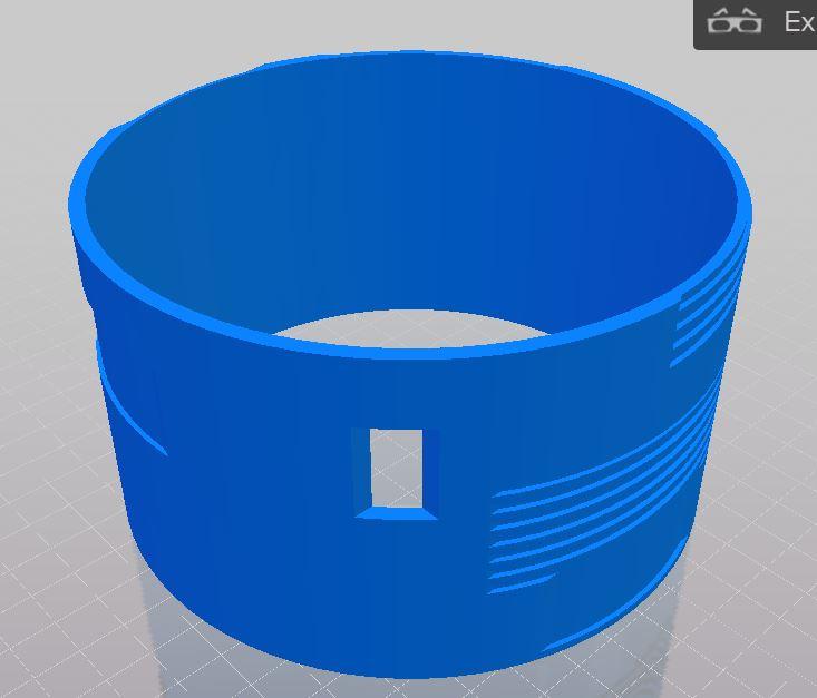 Figura 3: Il foro del pezzo mostrato in figura servirà per aggiungere un interruttore per rendere più semplice accensione e spegnimento