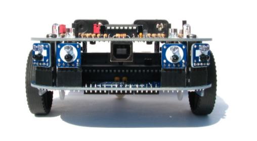Fiugra 2: Vista frontale del robot, in primo piano la porta USB
