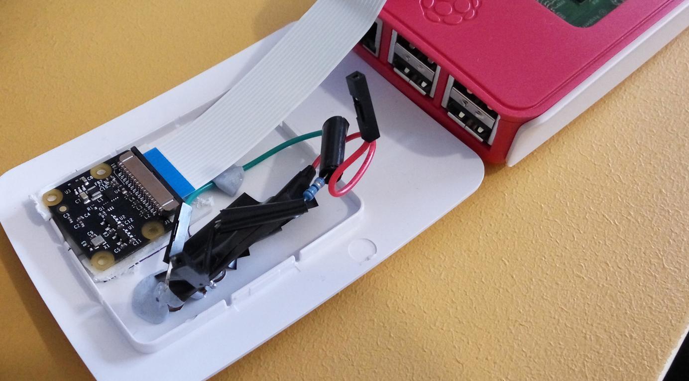 Figura 2: Montaggio del modulo fotocamera e Raspberry Piu