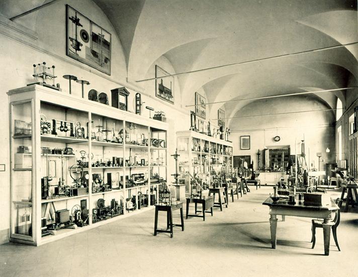 Figura 5: Salone di FIsica. Cortesia Fondazione Scienza e Tecnica