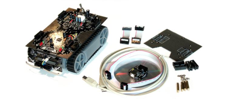 Figura 1: Il kit Robot: oltre al robot sono repsenti un cavo USB A->B, un cavo 10pin flat