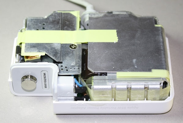 Figura 2: L'interno dell'alimentatore MacBook 85 W Modello A1172