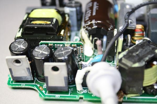 Figura 8: I componenti di uscita di un alimentatore Apple