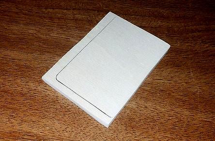 Figura 1; La base di compensato del contenitore di 67 mm. x 94 mm.