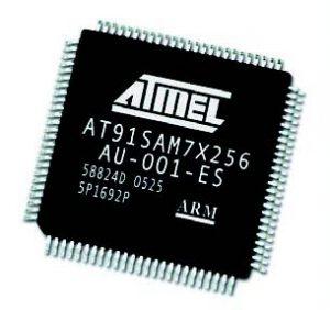 Il nuovo microcontrollore SAM7x256 di Atmel con architettura ARM.
