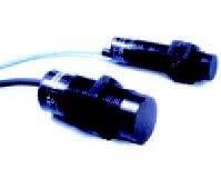 Figura 1: esempi di sensori di prossimità capacitivi di tipo commerciale.