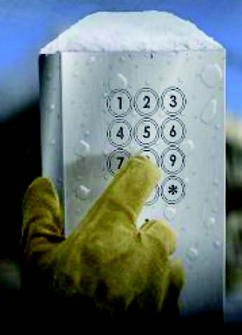 Figura 2: tastiera usata con guanti di gomma in ambienti con presenza di acqua.