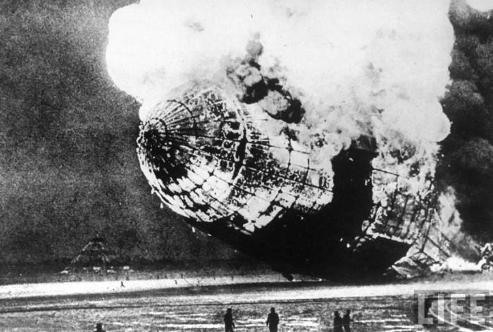 Figura 1: l'Hindenburg esplose per una scintilla causata dall'elettricità statica