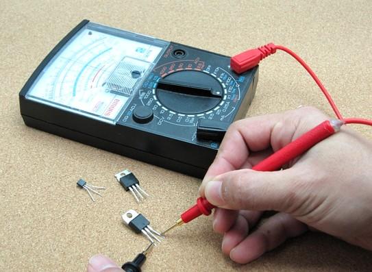 Figura 1: misurazioni effettuate mediante un tester analogico