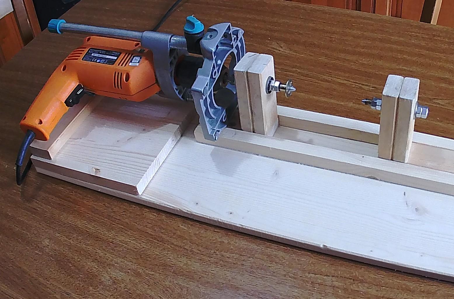 Figura 12: l'adozione di un trapano come elemento di rotazione