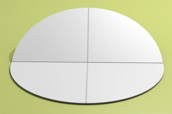 Figura 7: piegando il foglietto circolare in due parti si rintraccia automaticamente il centro