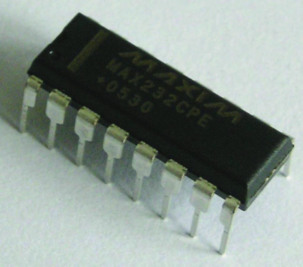 Figura 1: MAX232 per la conversione dei segnali da TTL a RS232.