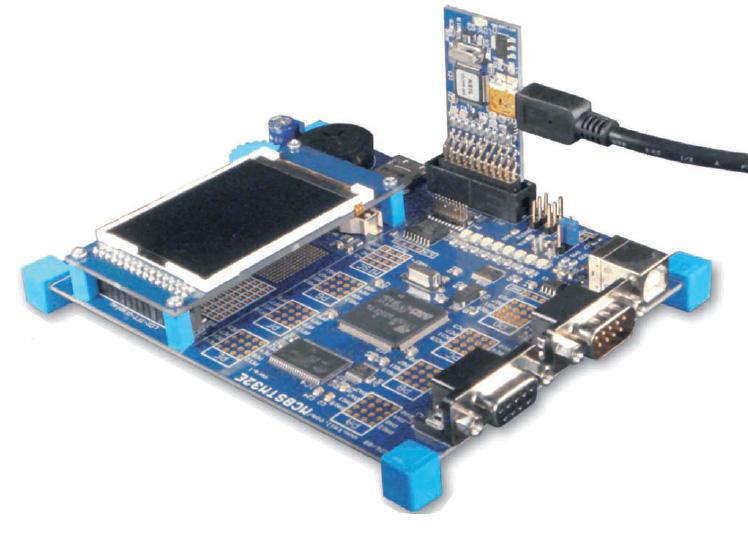 Figura 2: adattatore Keil USBJTAG sulla board STM32.
