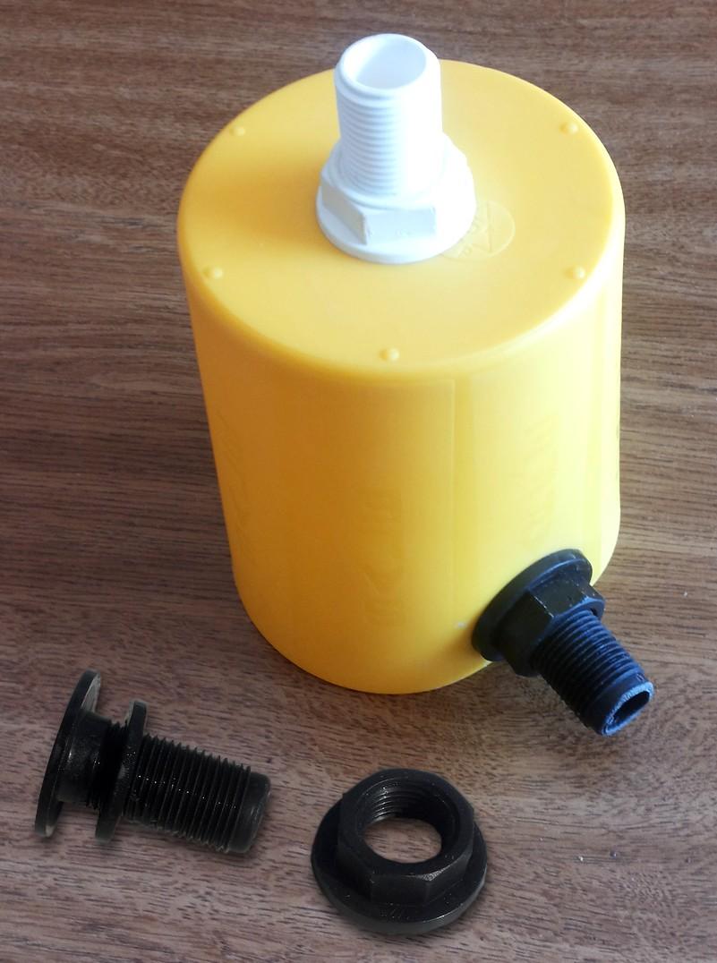 Figura 3: i due rubinetti fissati al contenitore