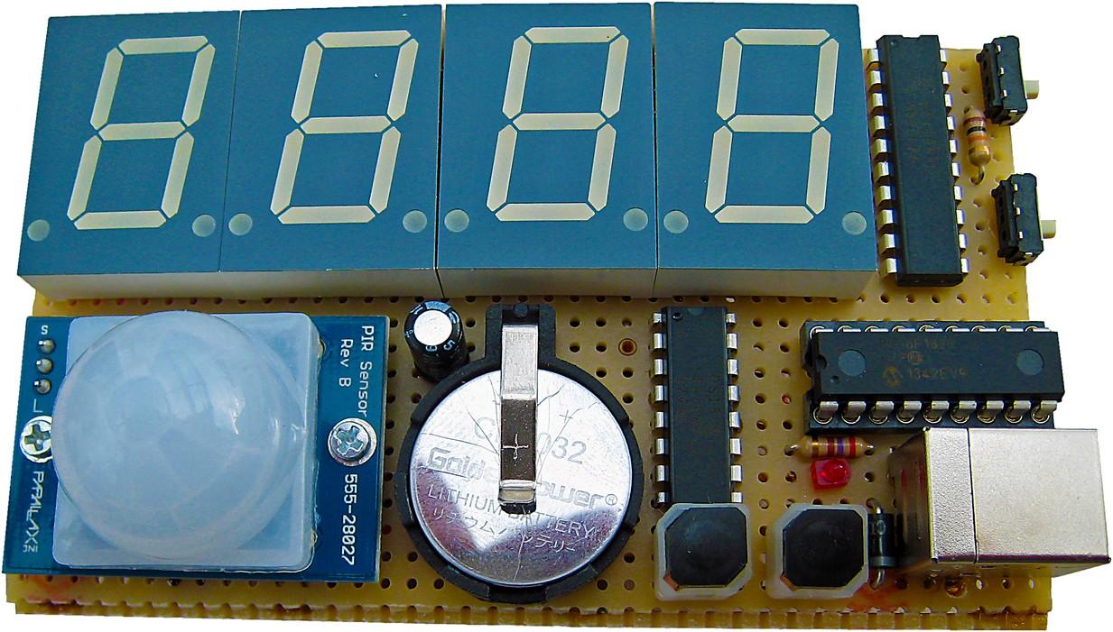 Figura 3: il prototipo dell'orologio montato su basetta millefori