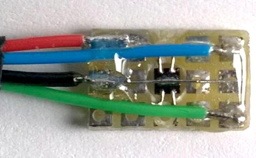 Figura 2: un improvvisato metodo di montaggio dell'ENS210 sulla breadboard, ma del tutto riuscito