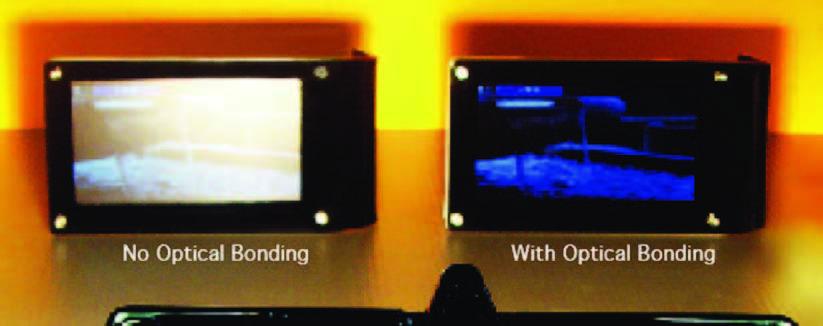Figura 2: effetto dell'applicazione dell'optical bonding su un display illuminato da luce intensa.