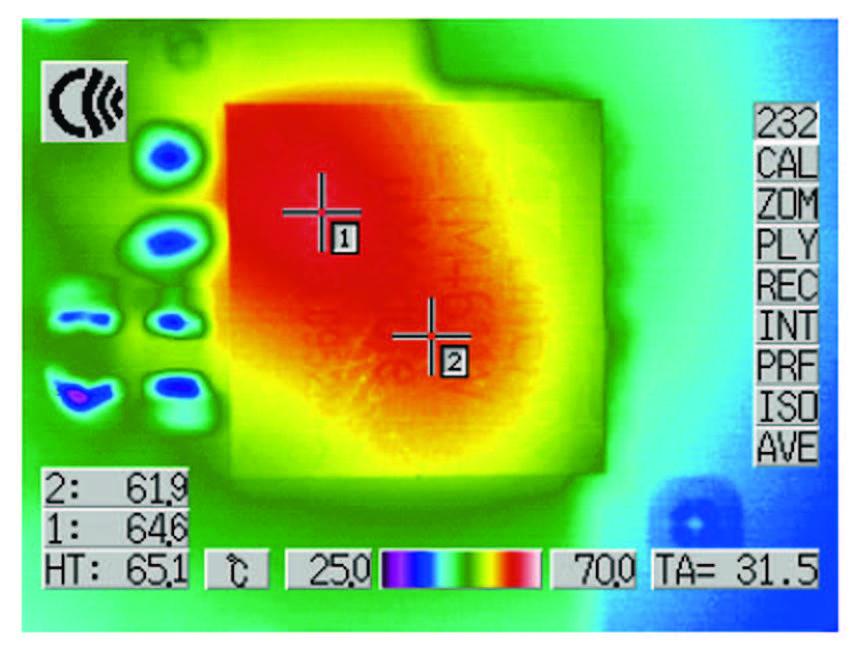Figura 8: videoclip per 1,8 VIN, 1,5 VOUT con carico in uscita di 15 A, perdita di potenza di 3,2 W con 0 LFM e temperatura di superficie di 65 ºC (http://video.linear.com/55).