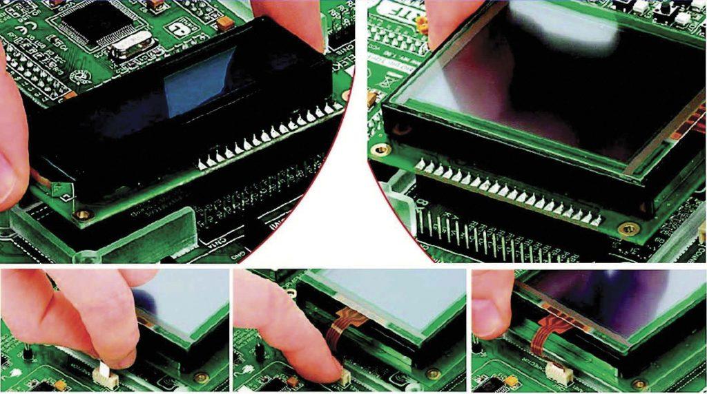 Figura 12-Innesto sui relativi socket rispettivamente dell'LCD a caratteri 2x16 e del GLCD 128x64 con touch-screen. Si noti, in particolare, la connessione al controller touch [1].