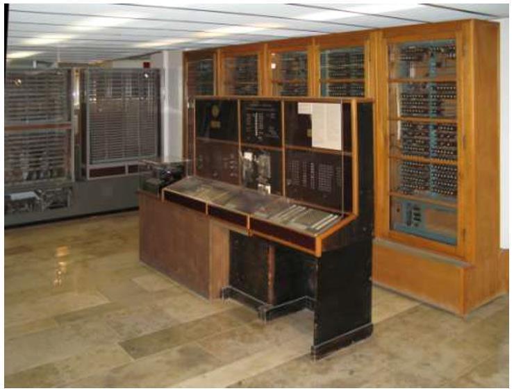 Figura 1: Computer elettromeccanico costruito nei primi anni 50 del XIX secolo.