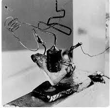 Figura 2: Primo transistor della storia inventato nei laboratori Bell Labs