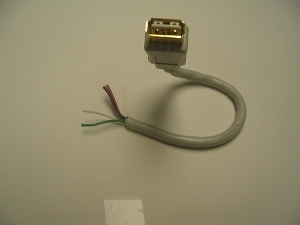 Hackarare un caricabatterie del telefono cellulare per fare un caricabatterie USB