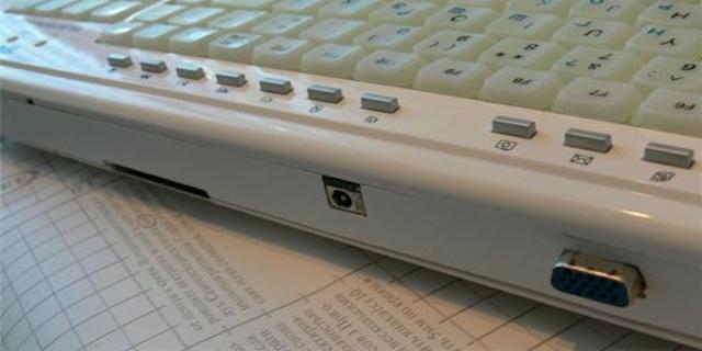 Hackerare l'EeePC901 con atTiny45