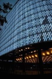 palazzo di bottiglie di plastica pet illuminato a led