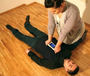 CPR PRO è un'applicazione per iPhone che assiste i soccorritori nel compiere la rianimazione cardiopolmonare
