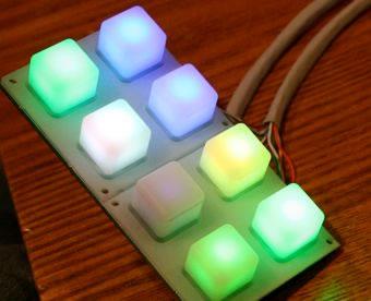 Una serratura RGB con Arduino usa un insieme di colori con i LED al posto di una password numerica