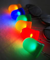 La terapia fotodinamica serve a trattare con particolari tipi di luce alcuni tipi di cancro, ad esempio il cancro della pelle
